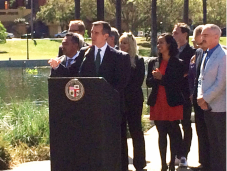 LA Mayor Garcetti and Habitat for Humanity CEO Erin Rank announcing the WaterWise Homes™ program.